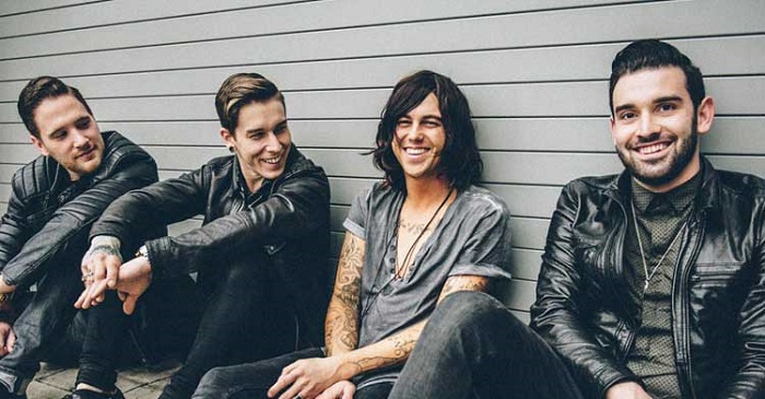 watch-sleeping-with-sirens-perform-an-entire-set-on-vans-warped-tour