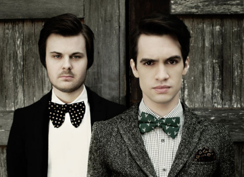 brendon-urie-surprised-on-stage-by-old-drummer-spencer-smith
