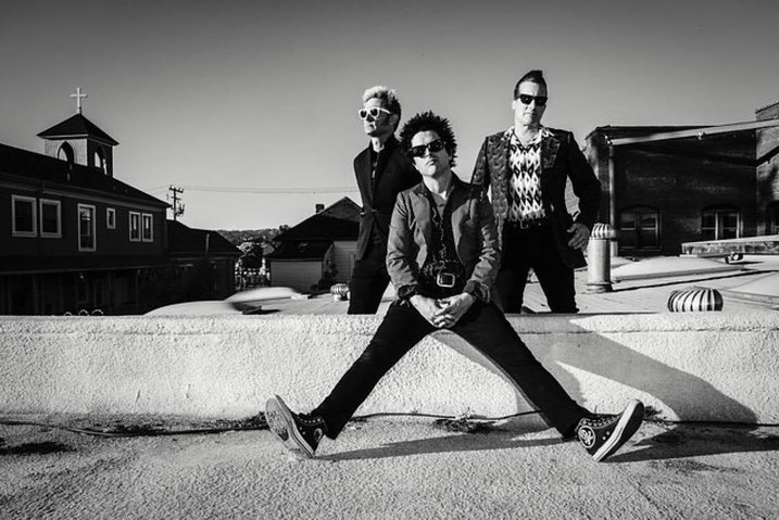 album-review-green-day-revolution-radio