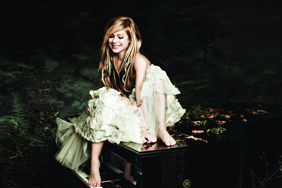 avril-lavigne-reveals-new-album-is-in-the-making