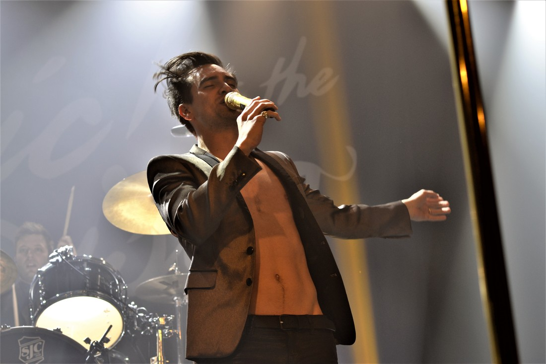 watch-some-more-on-and-off-stage-footage-from-panic-at-the-disco