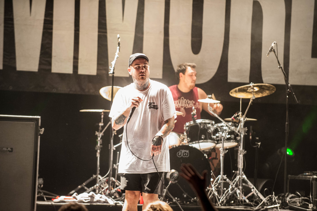 photo-review-never-say-die-tour-patronaat