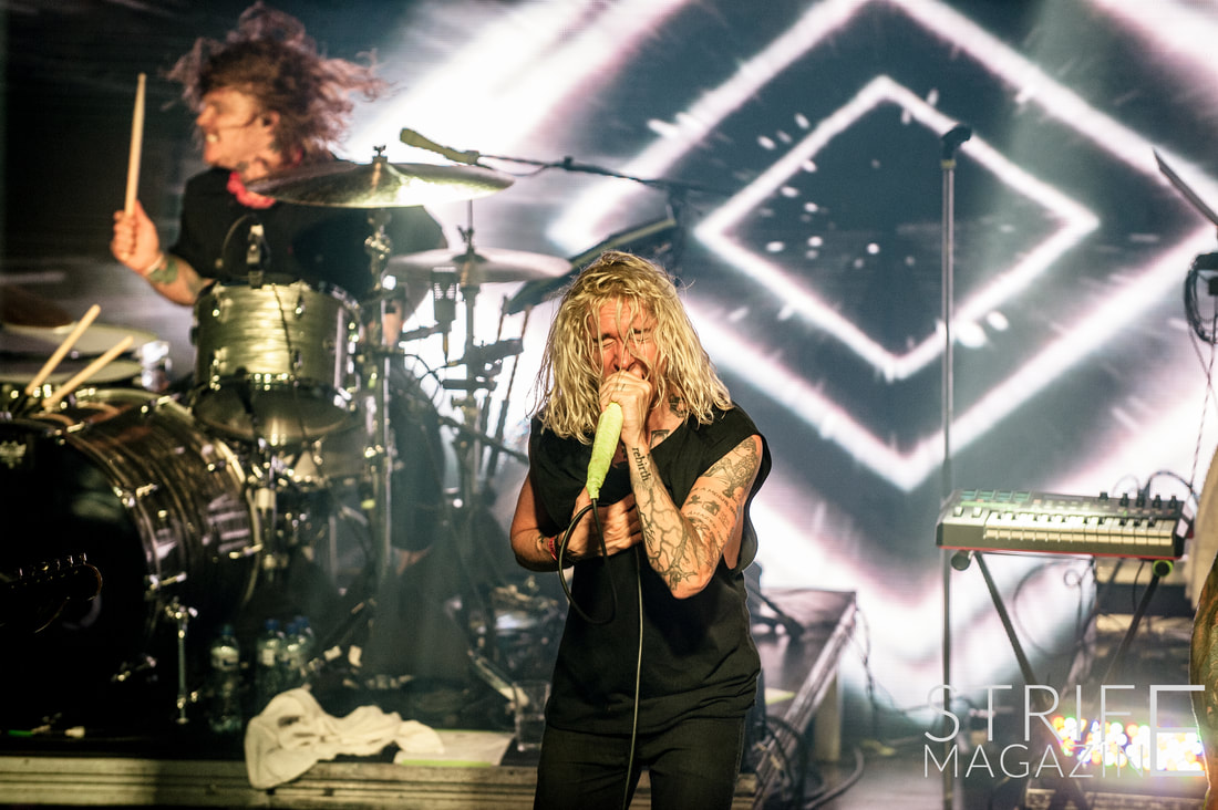 photo-review-underoath-bring-erase-me-to-excited-amsterdam-crowd