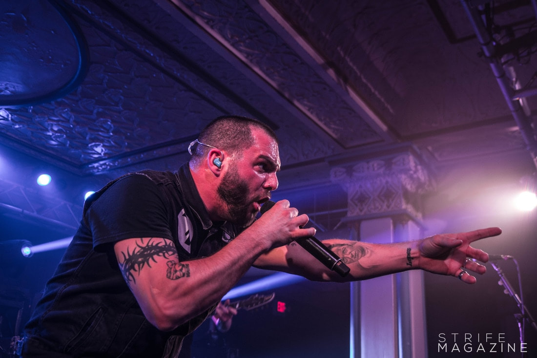 former-killswitch-engage-vocalist-howard-jones-joins-them-on-stage