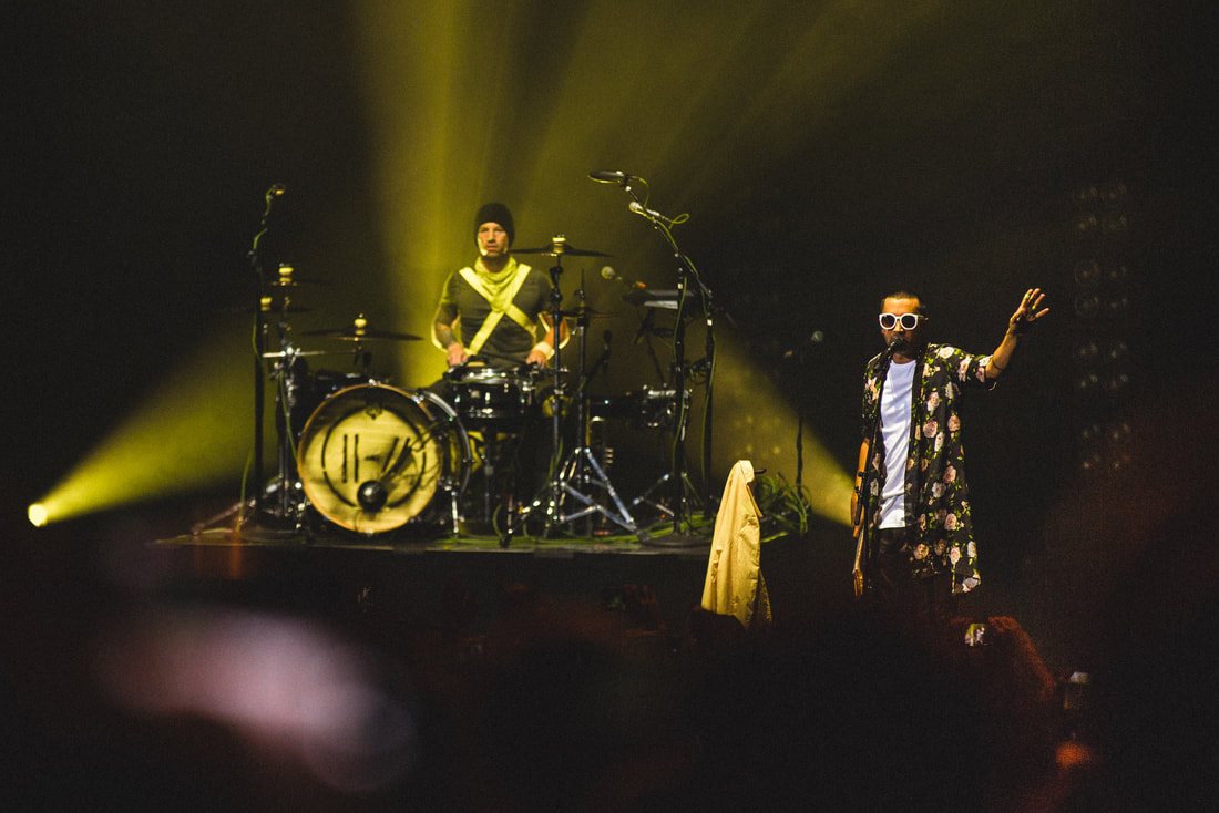 live-review-twenty-one-pilots-make-their-glorious-live-return-with-stunning-a-complete-diversion-show