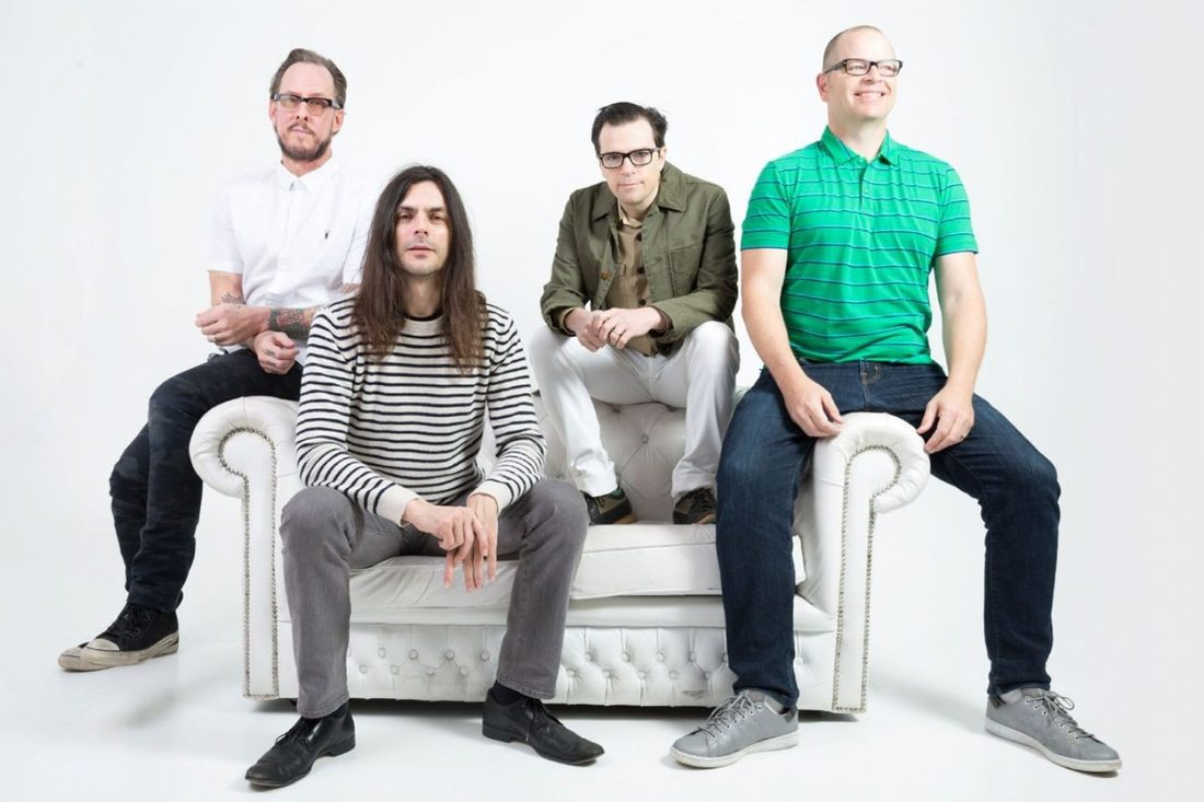 weezer-cover-blink-182s-all-the-small-things-at-riot-fest