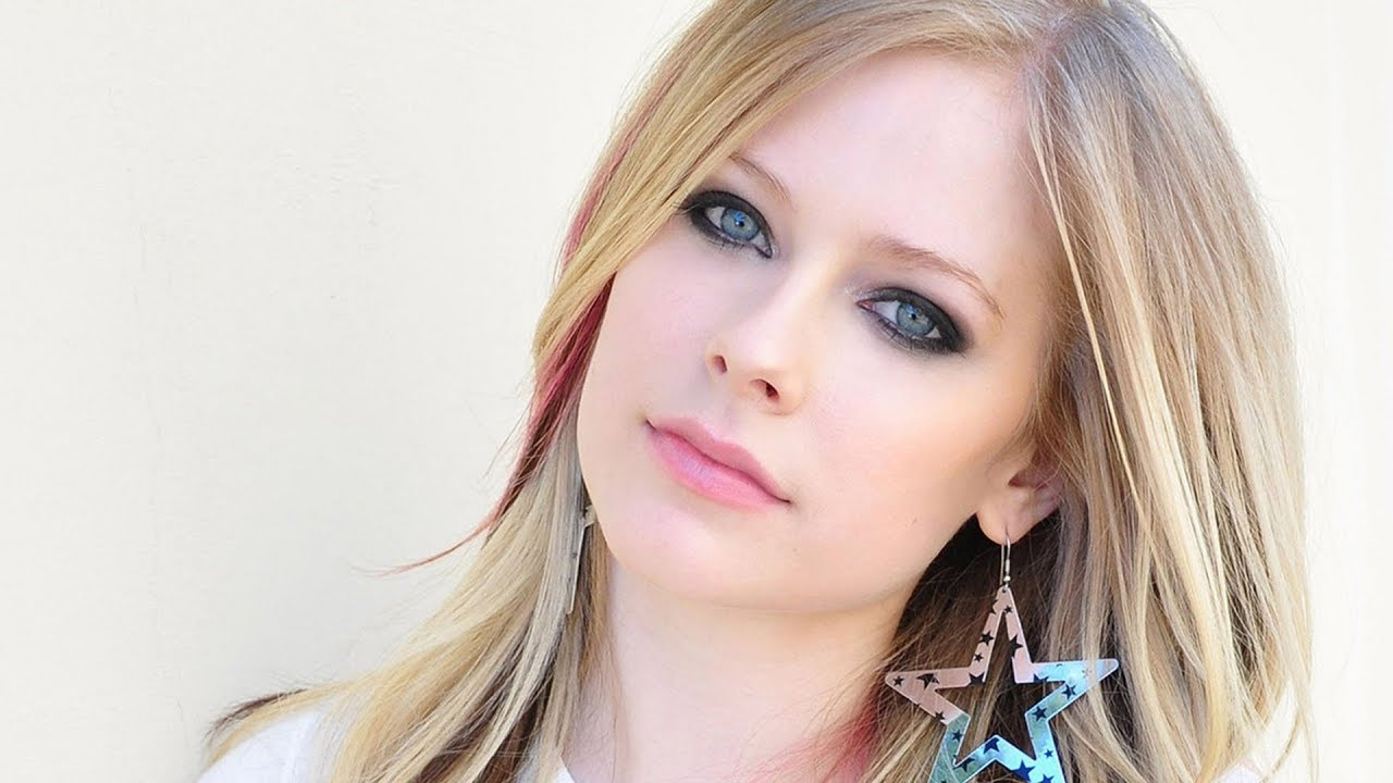 avril-lavigne-performs-new-single-live
