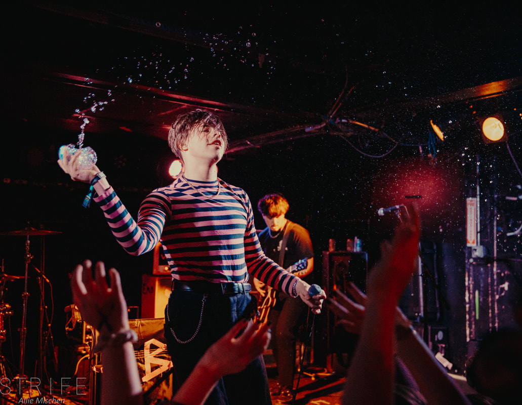 photo-review-yungblud-takes-on-chicago-illinois