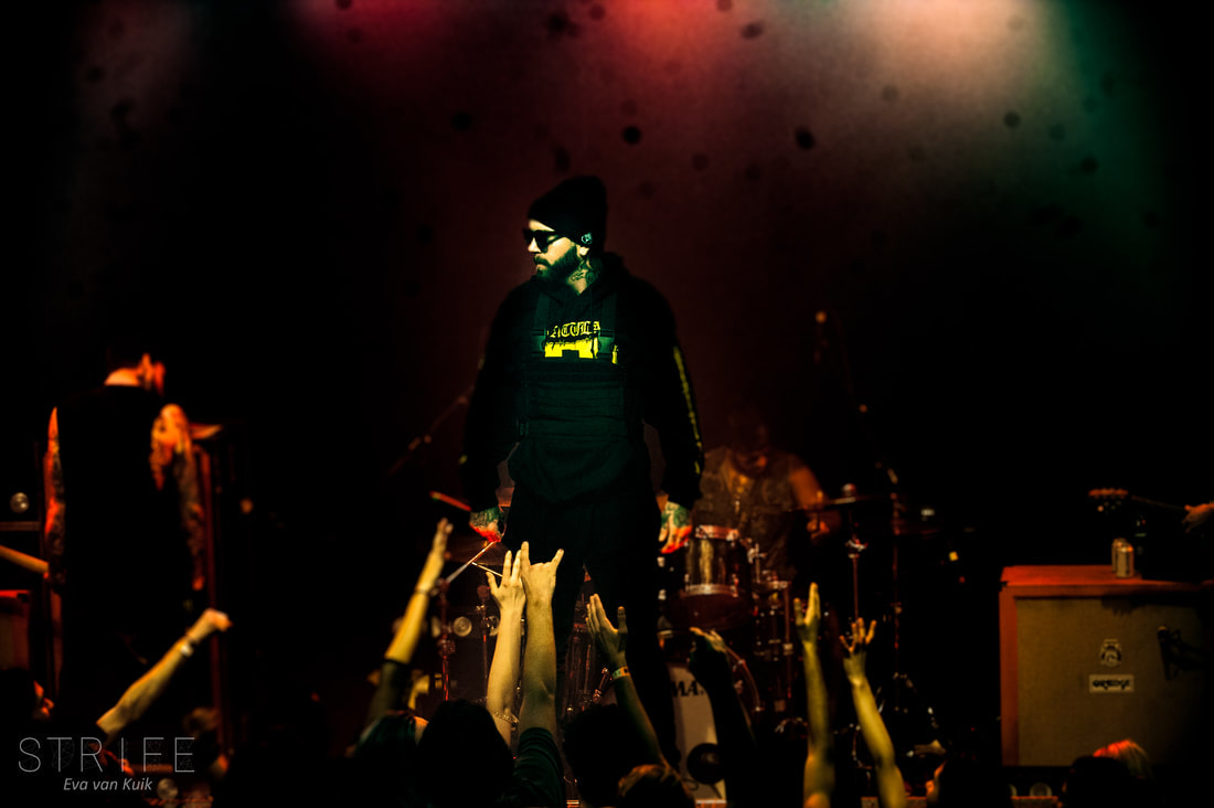 photo-review-attila-play-career-spanning-set-for-sold-out-amsterdam-crowd