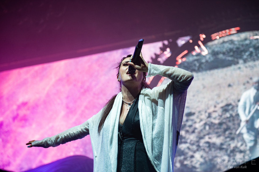 photo-review-within-temptation-close-out-the-year-with-sold-out-013-crowd