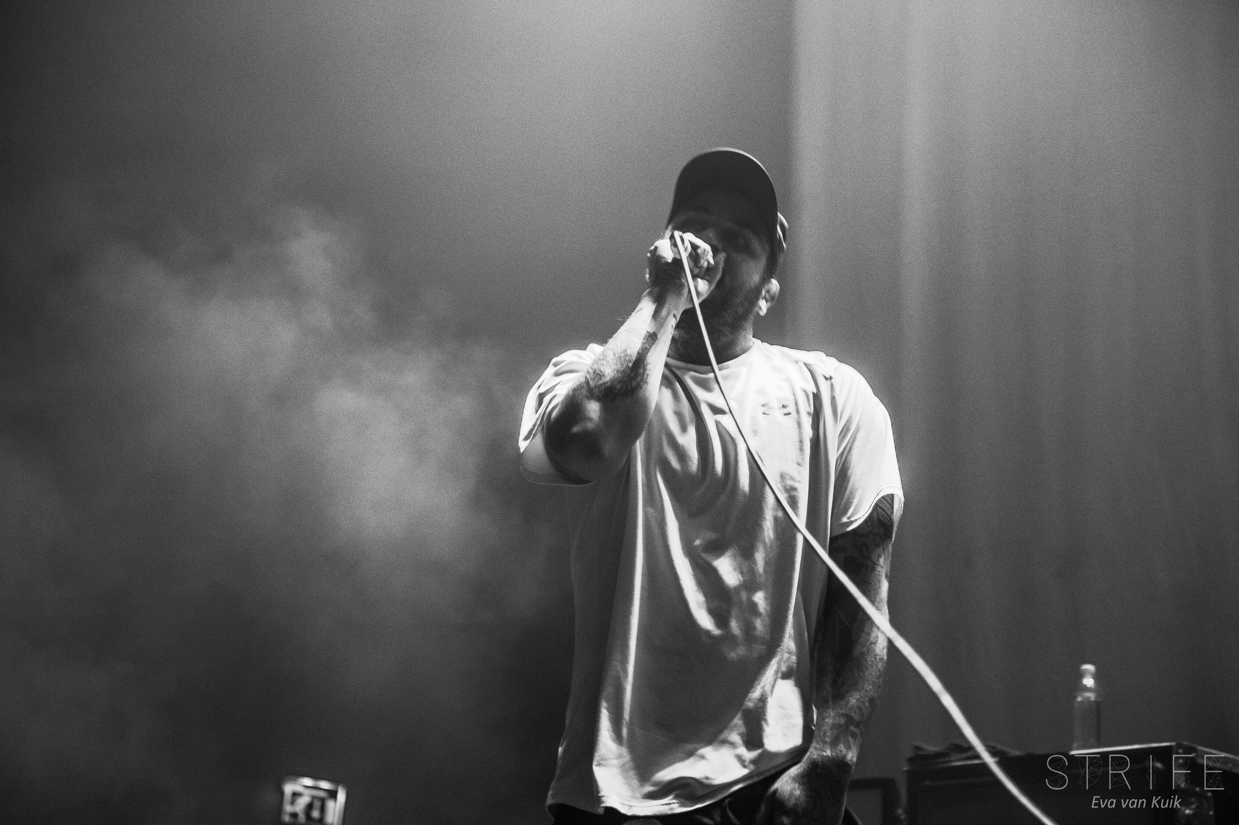 PHOTO REVIEW: Emmure & Fit For A King Turn Utrecht Upside Down
