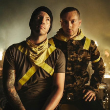 """Twenty One Pilots Give """"Legend"""" Its Live Debut In Mexico"""