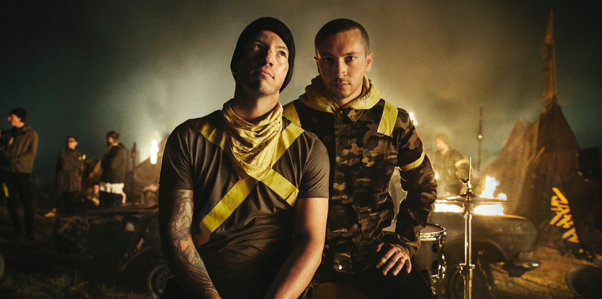 "Twenty One Pilots Give ""Legend"" Its Live Debut In Mexico"