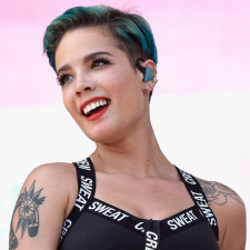 """Halsey Live Debuts """"Nightmare"""" At Free Pop-Up Show"""