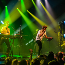 LIVE REVIEW: AJR & Flawes Bring Top Notch Entertainment To Amsterdam