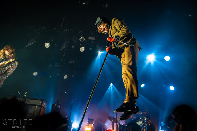 PHOTO REVIEW: Cage The Elephant Take Grammy Winning New Album 'Social Cues' To Tilburg