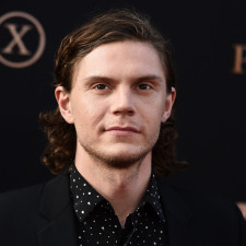 Evan Peters To Play Jeffrey Dahmer In New Ryan Murphy Netflix Series