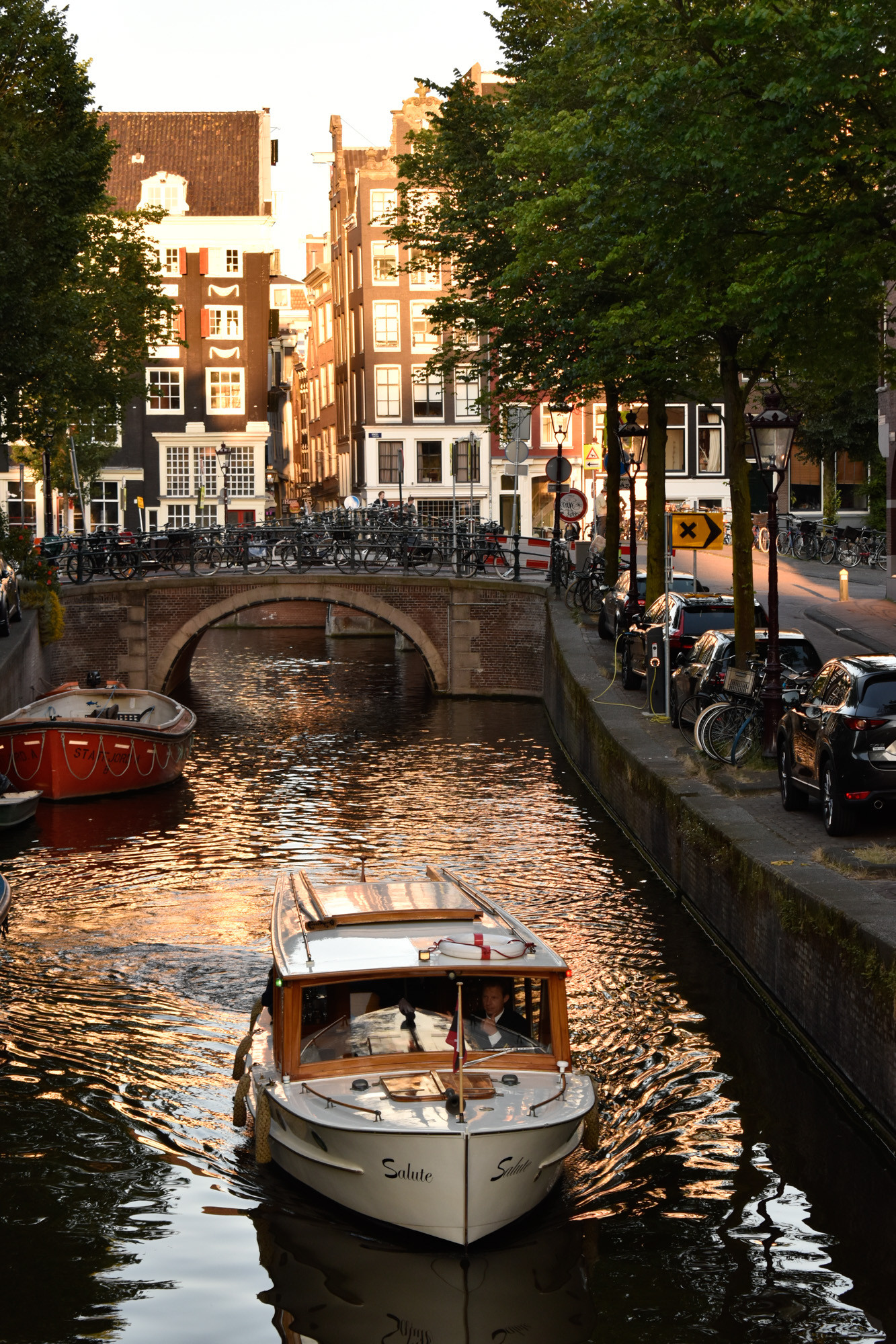Amsterdam photo tours boat in canal
