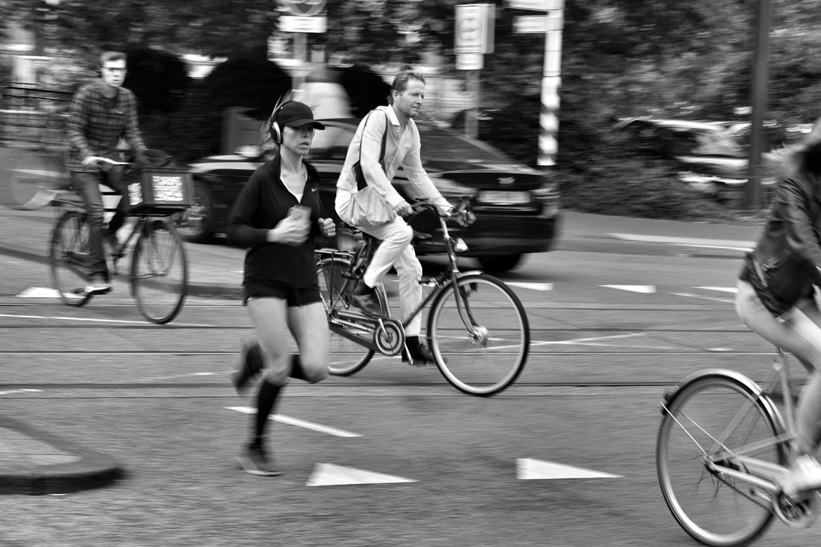 Amsterdam photo tours woman running