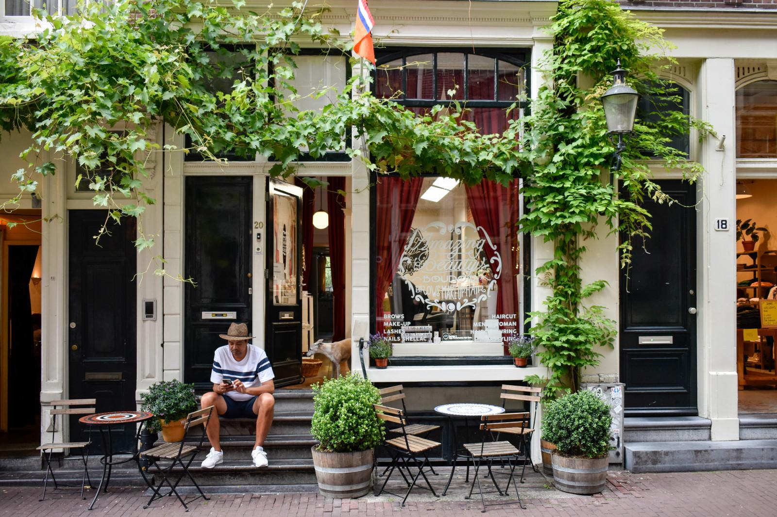 Guy sitting at doorsteps Amsterdam jordaan