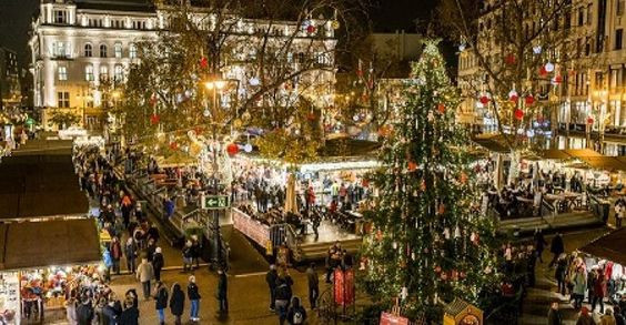 christmas-market-on-vorosmarty-ter