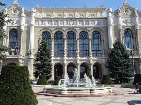 vigado-concert-hall-and-park