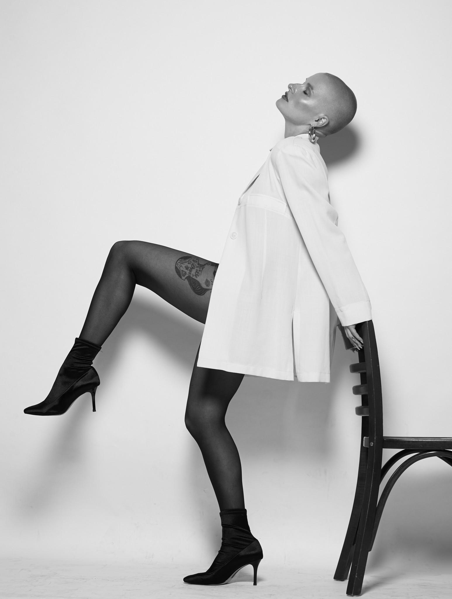 jill-valerie-jan-kruize-woman-penty-chair-high-heels