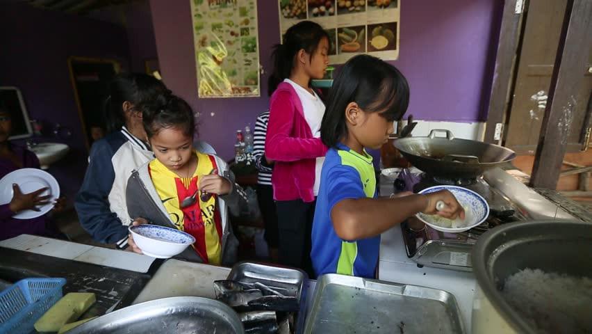 cambodia-kids-in-koh-chang